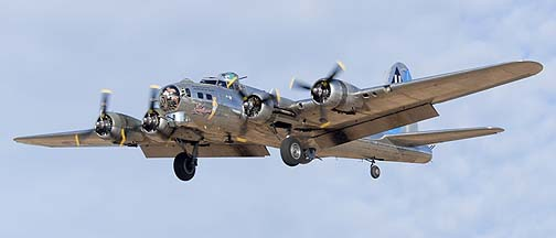 Boeing B-17G Flying Fortress N9323Z Sentimental Journey