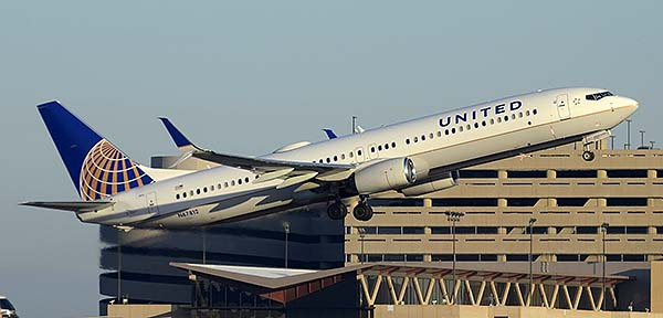 United Boeing 737-924 N67812, Phoenix Sky Harbor, December 22, 2014