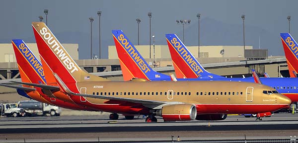 Southwest Boeing 737-7H4 N711HK, Phoenix Sky Harbor, December 22, 2014