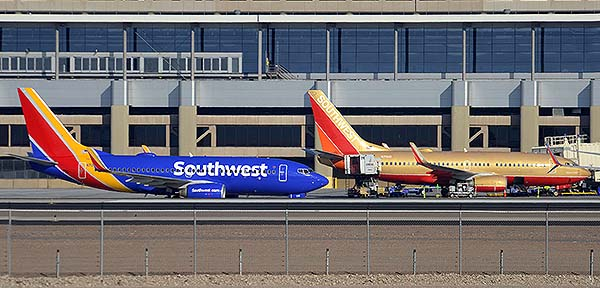Southwest Boeing 737-7H4s N708SW and N711HK, Phoenix Sky Harbor, December 22, 2014
