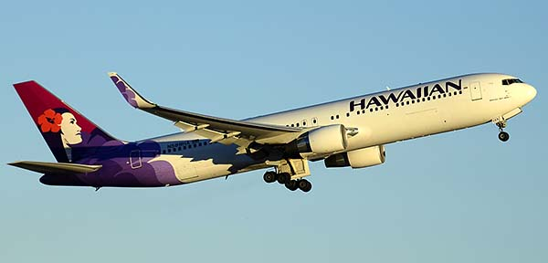 Hawaiian Boeing 767-33A N589HA, Phoenix Sky Harbor, December 24, 2014