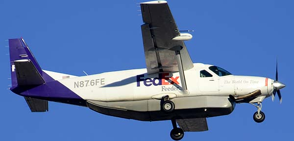 FedEx Feeder Cessna 208B N876FE, Phoenix Sky Harbor, December 24, 2014