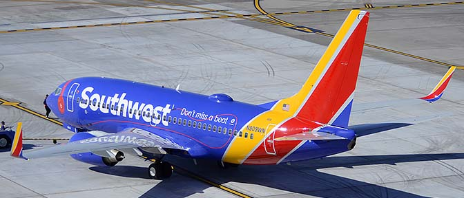 Southwest Boeing 737-7H4 N909WN, Phoenix Sky Harbor, March 7, 2015