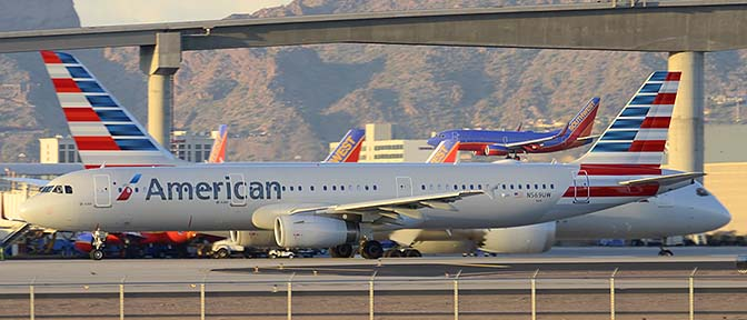 American Airbus A321-231 N569UW and American Boeing 787-823 N800AN, Phoenix Sky Harbor, March 7, 2015