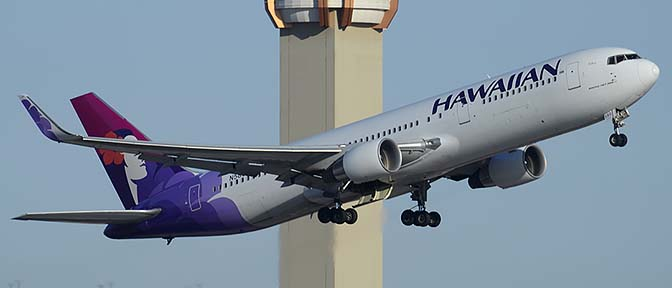 Hawaiian Boeing 767-33A N580HA, Phoenix Sky Harbor, March 8, 2015