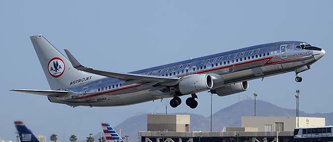 American 737-823 N195AA in retro Astrojet livery, Phoenix Sky Harbor, April 11, 2015