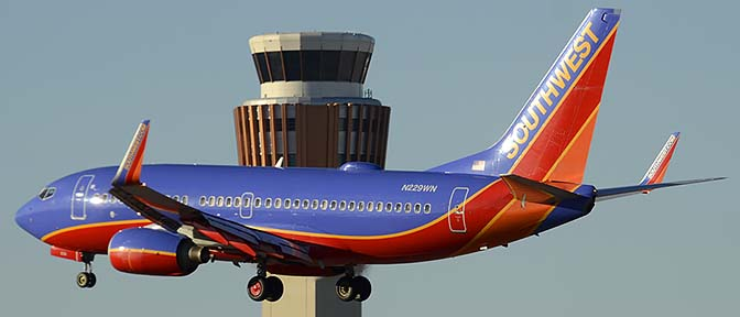 Southwest Boeing 737-7H4 N229WN, Phoenix Sky Harbor, December 27, 2015