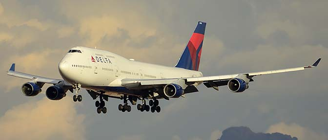 Delta Boeing 747-451 N674US, Phoenix Sky Harbor, January 8, 2016