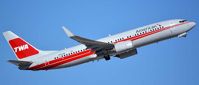 American Boeing 737-823 N915NN in retro TWA livery, Phoenix Sky Harbor, January 12, 2016