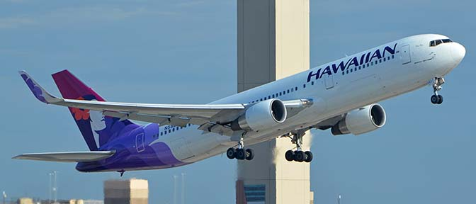 Hawaiian Boeing 767-33A N582HA, Phoenix Sky Harbor, August 3, 2017