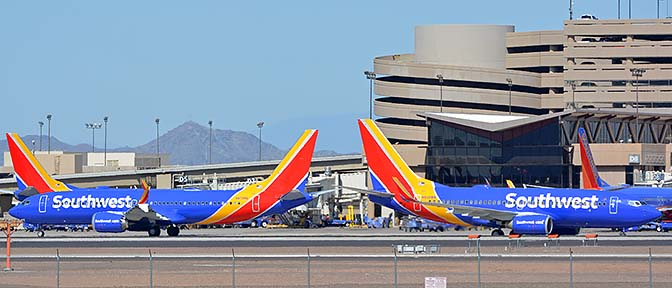 Southwest Boeing 737-8 Max N8708Q and 737-7H4 N939WN, Phoenix Sky Harbor, October 10, 2017